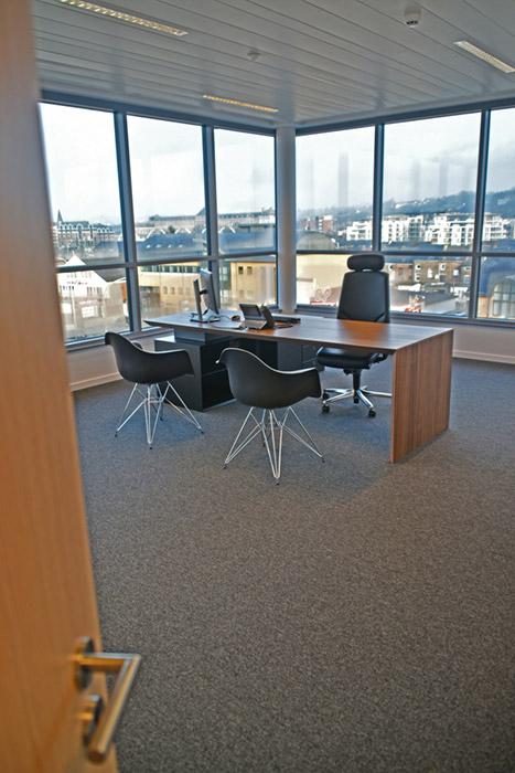 Modern desk Atradius Namur