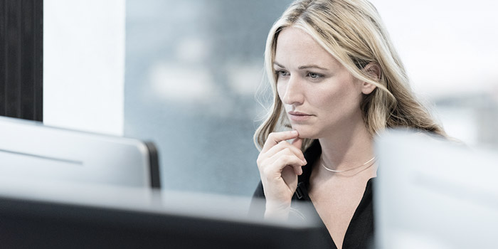 Woman at a screen | Atradius